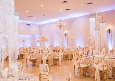 Garden Tuscana Reception Hall event in Mesa showing champagne and ivory rose wedding decorations